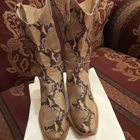 9a92667f497 Hype Shoes - Hype snake skin CowBoy Boots size 9 Made in Spain